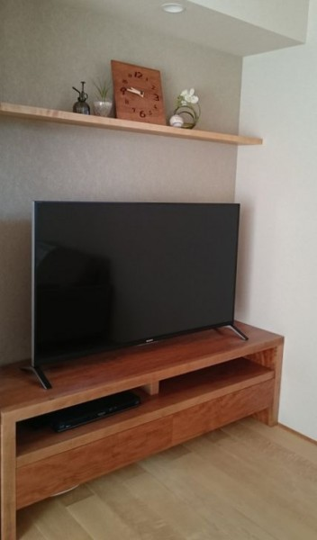 ブラックチェリー一枚板テレビボード
